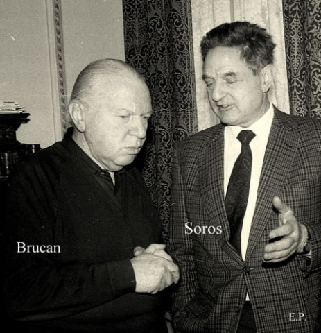 Silviu-Brucan-si-George-Soros-la-sediul-GDS-ian-1990-Foto-Emanuel-Parvu-1-463x480