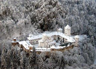MANASTIREA Tismana_iarna
